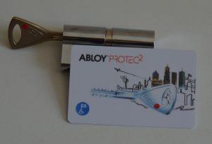 Cilindrul protec2 alaturi de cardul primit pentru a puteamultiplica cheile